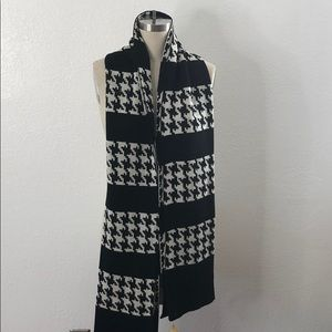 New Saks Fifth Avenue houndstooth fashion scarf